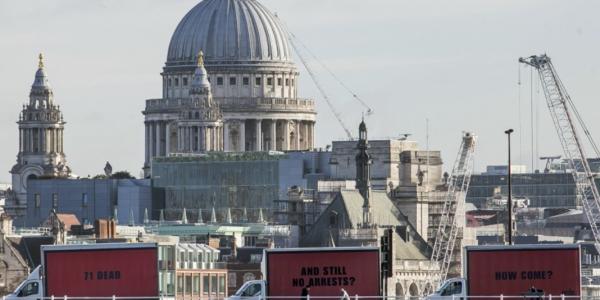 Billboard-Protest in London nach 71 Toten beim Hochhaus-Brand